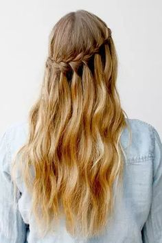 A small tweak on a traditional braid can give you this sweet result: the waterfall braid. The look is romantic yet playful and easy enough to create. Wear your waterfall for date night, special occasions, or weekend fun. Learn how to create a waterfall braid in a few easy steps!