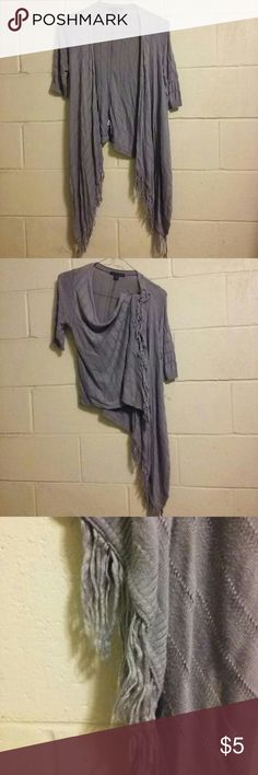 xxi medium short-sleeved wrap Gray rayon/nylon short-sleeved sweater-shawl-wrap. Soft and lightweight with fringe. In used, clean condition. xxi Sweaters