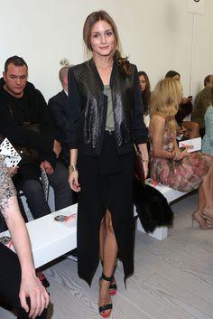 Olivia Palermo. En el desfile de Johnathan Saunders con chaqueta de Rachel Zoe, camiseta de Juicy Couture, falda de Witchery y las mismas sandalias de Tibi y gafas Ray Ban con las que desfiló por el front row de Nueva York.