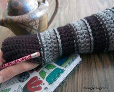 Free Pattern: All Grown Up Arm Warmers-free crochet pattern-fingerless mitts Crochet Mittens Pattern, Fingerless Gloves Crochet Pattern, Fingerless Mitts, Free Crochet, Knit Crochet, Crochet Patterns, Easy Crochet, Moogly Crochet, Crochet Slippers