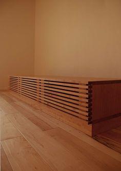 045   飯沼克起家具製作所   岐阜県岐阜市のオーダー家具工房 Window Shelves, Shelf, Tv Cabinets, Entryway Tables, Stairs, Woodworking, Windows, Living Room, Furniture