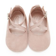 How cute 💕Mimi Rose Pink - Baby Girl Shoes - Rose Soft Suede Baby Outfits, Outfits Niños, Kids Outfits, Toddler Outfits, Trendy Outfits, Winter Outfits, Baby Girl Shoes, My Baby Girl, Girls Shoes