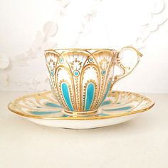 Instagram Update Tea Cups and Lovely Things - Heart Handmade uk - This is beautiful would love to have one!!! Cuppa Tea, Teapots And Cups, China Tea Cups, China Cups And Saucers, My Cup Of Tea, Vintage China, Vintage Teacups, Tea Cup Saucer, Mug Cup