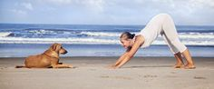 5 Yoga Poses To Practice First Thing In The Morning-While an hour-long yoga and meditation class would be ideal to get the day started, unfortunately sometimes we don't have the time (or the inclination to get out of our pajamas). Pranayama, Namaste, Fitness Del Yoga, Fitness Gear, Techno, Deep Breathing Exercises, Yoga Posen, Morning Yoga, Morning Workouts
