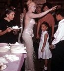 Marilyn Monroe on her birthday, during the filming of Let's Make Love, Man that little girl would literally be me she lucky tho 😂😭 Marylin Monroe, Marilyn Monroe Photos, Old Hollywood Glamour, Vintage Hollywood, Classic Hollywood, Most Beautiful Women, Beautiful People, Divas, Make Love