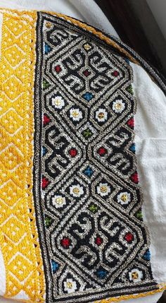 Romanian blouse - ie - detail. Folk Costume, Costumes, Dress Design Sketches, Embroidery Motifs, Moldova, Embroidered Blouse, Traditional Outfits, Textile Art, Cross Stitch Patterns