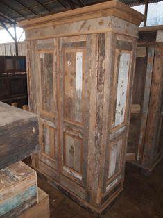 kast gemaakt van oud hout voor finishing