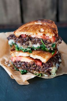 This Mediterranean-style grilled cheese is piled high with smoky-tart Calamata olive tapenade, gooey Swiss cheese and garlicky sautéed spinach. Chex Mix Recipes, Wrap Recipes, Lunch Recipes, Dinner Recipes, Burger Recipes, Mediterranean Recipes, Mediterranean Style, Grilled Cheese With Tomato, Grilled Cheeses