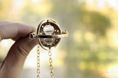 Harry Potter time turner necklace, I want Colar Do Harry Potter, Harry Potter Necklace, Harry Potter Love, Geek Jewelry, Jewelry Box, Jewlery, Time Turner, So Little Time, Washer Necklace