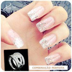 Combinação perfeita de nail art com detalhes prateados e Anel Vazado Coração com Zircônia Cravejada da Prata Fina.