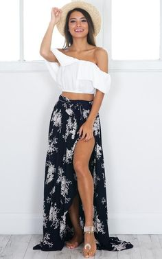 Our Breath of Fresh Air maxi skirt is perfect for the warmer months. This cute navy and white floral print features a tie up waist and a side split. Match this with a cropped top, some sandals and a straw hat for a chic beach outfit. | Affiliate link | spring fashion | summer fashion | fashion trends | women clothing | women's fashion | clothing trends | summer outfit | Instagram outfit |
