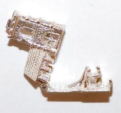 Vintage Sterling Silver Bracelet Charm Opening Wedding Church Larger 6.8g