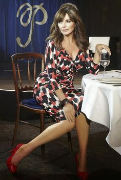 Carol Vorderman, Isme, womenswear, party looks Sexy Older Women, Sexy Women, Carol Vordeman, Tv Girls, Girl With Curves, Tv Presenters, Thing 1, Women Legs, Party Looks