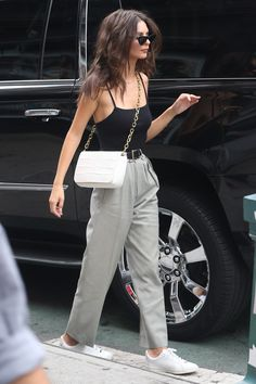 Emily Ratajkowski - Out in NYC Emily Ratajkowski Style, Outfits and Clothes. Celebrity Summer Style, Celebrity Style Dresses, Celebrity Style Guide, Celebrity Style Inspiration, Mode Inspiration, Style Summer, Celebrity Fashion Casual, Casual Summer, Celebrity Outfits