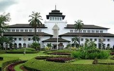 Bandung Tour / Paket Wisata di Kota Bandung dengan harga yang murah dan terjangkau dari pusat travel. http://www.dutakaroseri.com/bandungtour.html