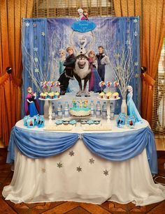 Frozen Disney Movie Party Ideas for a Girl Birthday Frozen Birthday Decorations, Elsa Birthday Party, Frozen Themed Birthday Party, Disney Frozen Birthday, 4th Birthday Parties, Frozen Table Decorations, Frozen Birthday Cupcakes, 2nd Birthday, Frozen Dessert Table