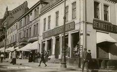 Sentrumsmotiv ved Torvet, med bl.a.Bennett's Tourist Bureau. Postkort: C.A.Erichsen, stemplet 1911.  Kilde: Det gamle Norge