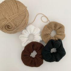 Beginner Crochet Projects, Crochet For Beginners, Knitting Projects, Knitting Patterns, Crochet Patterns, Quick Crochet, Diy Crochet, Crochet Crafts, Crochet Hair Accessories