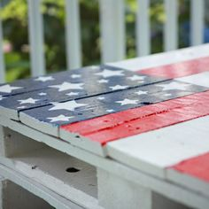 DIY Pallet Coffee/End  Table.  Great idea for the annual 4th of July party we have.