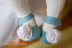little linen shoes with flower embelishments... Too bad my last baby will be too old for anything like this soon :(