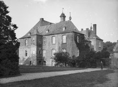 Kasteel Bleijenbeek, de linkerzijvleugel, (september 1919). Holland Netherlands, Dutch, Van, Lineage, Genealogy, Building, Castles, September, Travel