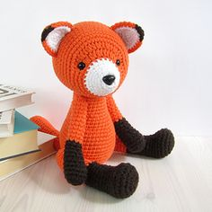 This written crochet pattern includes all the instructions needed to make your own 5-way jointed fox with moving head, arms and legs.