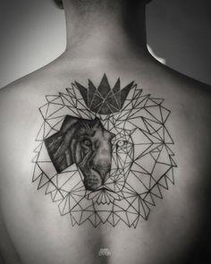Un beau lion dessin tatouage tatoo tete de lion tatouage lion géométrique  belle idée Tatoo Lionne