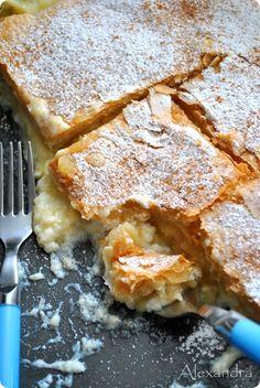Μουγατσομηλοπιτα Mashed Apples and cream phyllo dough pie