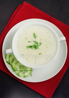 Cucumber and coconut milk cold soup with dill and parsley - Sopa frí­a de pepino y coco al eneldo y perejil Coconut Milk Nutrition, Coconut Milk Soup, Coconut Recipes, Vegan Recipes, Cooking Recipes, Vegan Dishes, Tasty Dishes, Pizza Nutrition Facts, Chowder Soup
