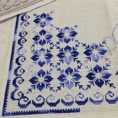 "KANAVİÇE DÜNYASI στο Instagram: ""#kanaviçe #etaminhavlu #etaminaşkı #kuponseccade #kanaviçe# etamin #elemeğigöznuru #karadeniz #""pinterest #"" etaminkolyemalzemesi…"" Cross Stich Patterns Free, Hand Embroidery Design Patterns, Cross Stitch Borders, Needlepoint Patterns, Embroidery Hoop Art, Cross Stitch Designs, Cross Stitching, Cross Stitch Embroidery, Cross Stitch Fruit"