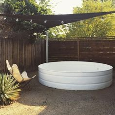 As an alternative, some creative homeowners use the galvanized stock tank to create a swimming pool which of course, will not cost you a lot. Check out some inspiring stock tank pools here that you can try to create at home all by yourself! Stock Pools, Stock Tank Pool, Diy Swimming Pool, Diy Pool, Pool Fun, Outdoor Spaces, Outdoor Living, Outdoor Decor, Jacuzzi