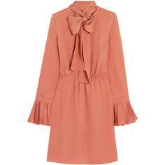 Gucci Pussy-bow silk-georgette dress (40 100 UAH) via Polyvore featuring dresses, gucci, pink, gucci dress, pink red dress, salmon dress и pink dress