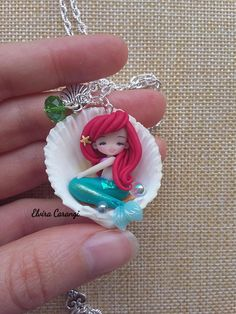 the little mermaid ariel necklace disney jewels doll clay Polymer Resin, Cute Polymer Clay, Polymer Clay Dolls, Polymer Clay Miniatures, Polymer Clay Charms, Polymer Clay Jewelry, Polymer Clay Mermaid, Polymer Clay Disney, Clay Projects