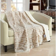 Chic Home Sechylles Ultra Plush Micro Mink Silver Stamping Sherpa lined 50 inch Sherpa Blanket Beige Beige Throws, Most Comfortable Sheets, Faux Fur Blanket, Country Farmhouse Decor, Sherpa Lined, Soft Blankets, Bed Styling, Fashion Room, Plush