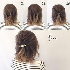 1、トップの部分を3つに分けて結びます! 2、その3つをくるりんぱします! 3、2を1つにまとめます! 全体的に崩して、結び目にヘアアクセをつけて完成です!