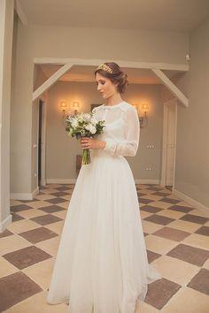 Sencilla y perfecta novia con vestido de Navascues y diadema de Suma Cruz {Foto, Sara Lobla}