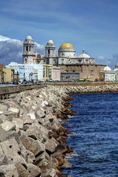 """Catedral de Cádiz, Spain - by Raúl Gómez Preciosa vista del malecón de nuestra ciudad. Como decía Carlos Cano """"#Cádiz es La Habana con más salero"""""""