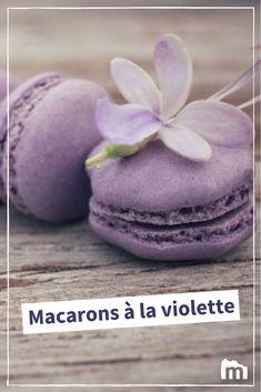 Macarons à la violette /// #pâtisserie #marmiton #recette #cuisine #dessert #violet #macaron Macaron Filling, Macaron Flavors, French Macarons Recipe, Macaron Recipe, Macaron Caramel, Toffee Bits, Summer Berries, Mini Chocolate Chips, Lemon Curd