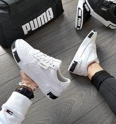 Sneaker Outfits, Converse Sneaker, Sneaker Heels, Sneakers Mode, Puma Sneakers, Sneakers Fashion, Shoes Sneakers, Vans Shoes Women, Pink Nike Shoes