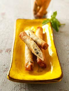 白いフェタチーズとミントは抜群の相性。トルコ風の後引くおつまみスナック|『ELLE gourmet(エル・グルメ)』はおしゃれで簡単なレシピが満載!