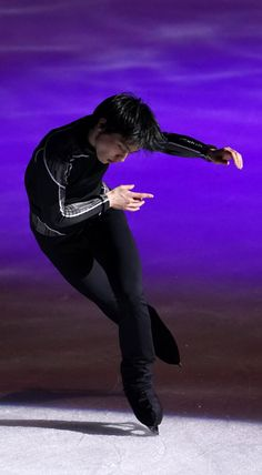 Ice Skating, Figure Skating, Character Poses, Body Poses, Hanyu Yuzuru, Sports Stars, Art Reference Poses, Spring Day, Skiing