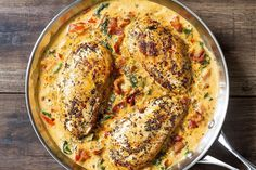 Who can turn down a nourishing dinner that pairs both chicken AND bacon? Chicken breasts seasoned with Italian spices get seared tender and drenched is a cheesy tomato spinach sauce with a savory n… (broccoli pasta kip) Low Carb Dinner Recipes, Healthy Recipes, Keto Recipes, Cooking Recipes, Keto Dinner, Pasta Dishes, Food Dishes, Main Dishes, Dishes Recipes