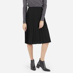 With perfect pleats, an all-occasion length, and a subtle elastic waist, this flattering skirt will be a fall calendar favorite.
