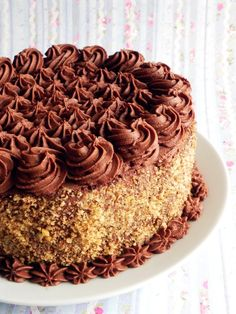 Tort de ciocolata Kinds Of Desserts, Köstliche Desserts, Chocolate Desserts, Delicious Desserts, Dessert Recipes, Chocolate Cake, Romanian Desserts, Romanian Recipes, Cheesecake Frosting