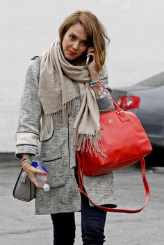 Jessica Alba love that Tory Burch bag