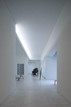 Indirect lighting, Fundacao Servalles in Porto by architect Alvaro Siza (photo Fernando Guerra)_