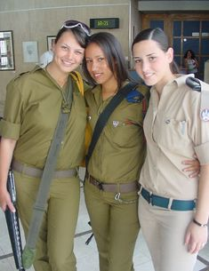 Israeli Soldiers- if I lived there I would definitely enlist! Israeli Female Soldiers, Israeli Girls, Idf Women, Military Women, Military Police, Military Uniforms, Girls Uniforms, Lady, Army Girls