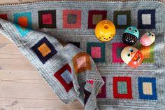 Resultatet af et coulers and squares babytæppe Har brugt opskriften på coulers and squares tæppet Her Jeg har lavet terne 30 st...