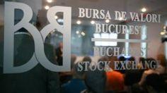 Actiunile Bursei de Valori Bucuresti au avut parte de un debut spectaculos in iunie 2010. Intr-o jumatate de an, ele au ajuns sa isidubleze aproape valoarea, tranzactionandu-se la un pret maxim de 45 lei pentru o unitate. A urmat o perioada de 2 ani in care titlurile BVB au urmat un trend descendent, cu scurte reveniri ale cotatiilor, astfel ca in mai 2013 o actiune valora putin sub 20 de lei.