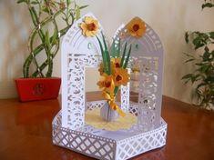 Daffodil Carousel Card   Box on Craftsuprint created by SYLVIE DECONINCK - j'ai réalisé ce magnifique modèle de Tina Fitch pour la fête des mères de mai 2016. Il a beaucoup plu à ma belle-mère